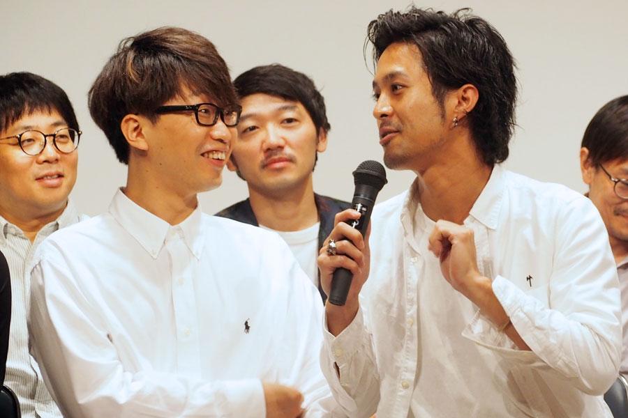 『ギョエー!旧校舎の77不思議』に出演する亀島一徳(左)と金丸慎太郎