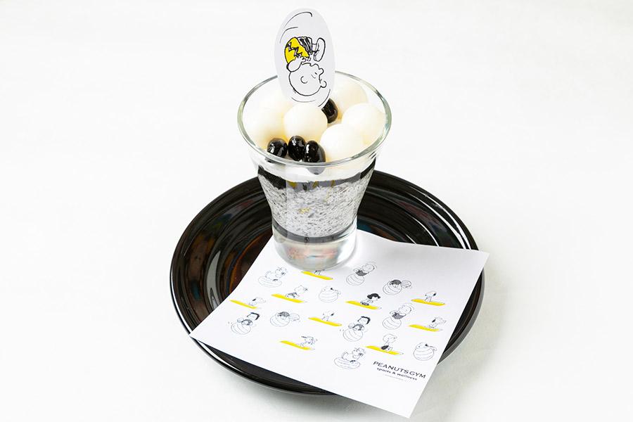 ⑤白玉と黒ゴマのパンナコッタでナンテコッタ(笑)(1000円)