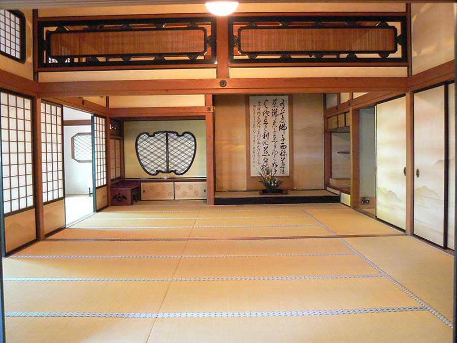 通常は非公開の「大書院」。もともとは東京・赤坂にあった山王荘の一部で、1928年に移築された