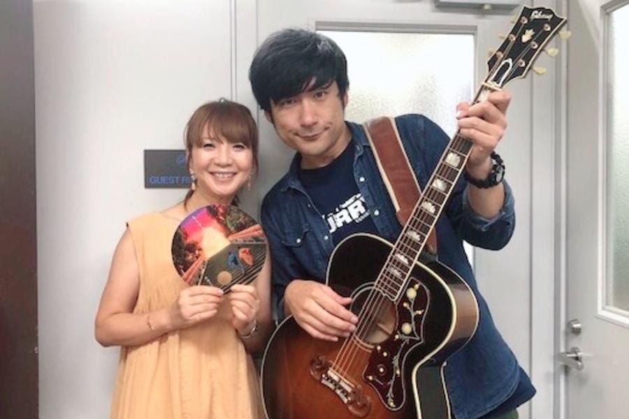 『CHUMMY TRAIN』ゲストの浜端ヨウヘイ、右はDJの谷口キヨコ(16日・α−STATIONスタジオ)