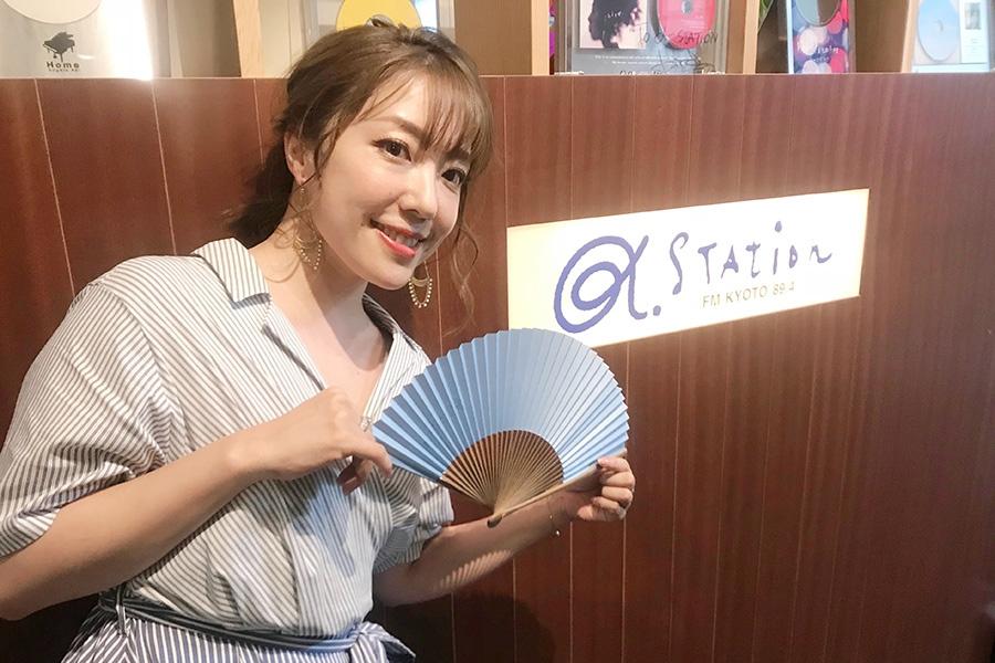 FM京都・α-STATIONを訪れた平原綾香(20日・α-STATIONスタジオ)