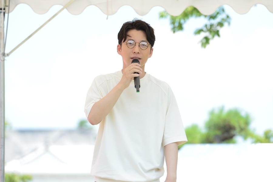 主演映画『引っ越し大名!』のイベントに登壇した星野源(17日・姫路城)