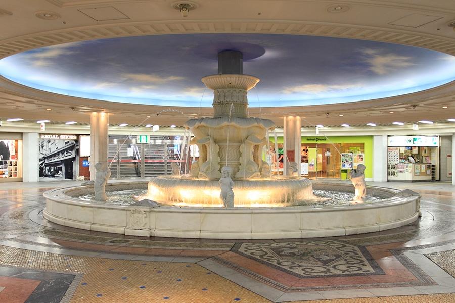 2期エリアのリニューアルに伴い、5月9日に撤去された「泉の広場」