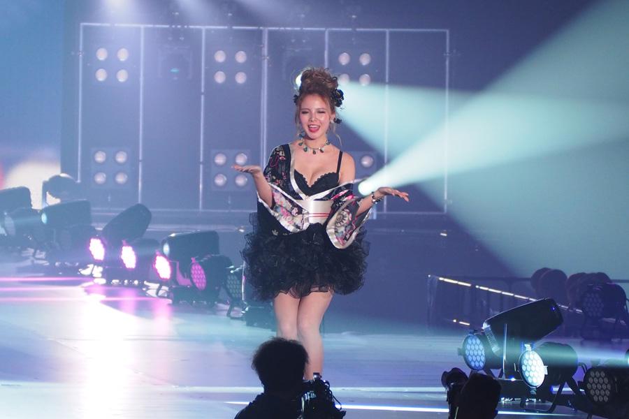 「Belletia PARIS」のステージに登場した蘭(27日・大阪市内)