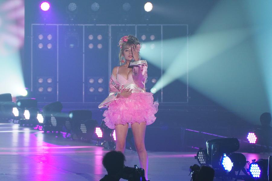 「Belletia PARIS」のステージに登場したしぴたん(27日・大阪市内)
