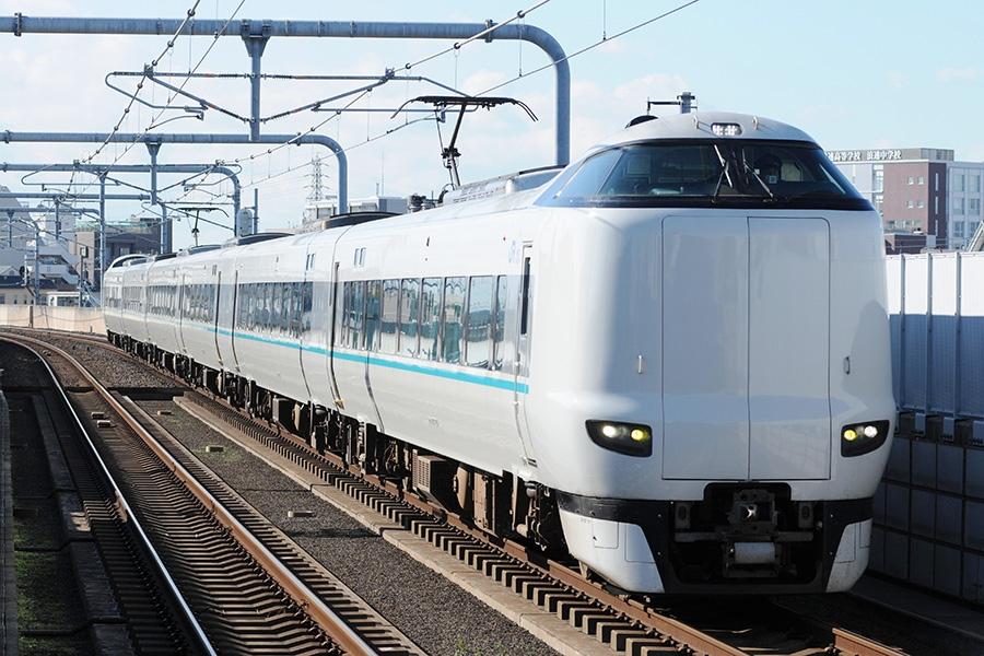 新大阪駅から奈良駅をノンストップで結ぶ臨時特急列車「まほろば」(287系)