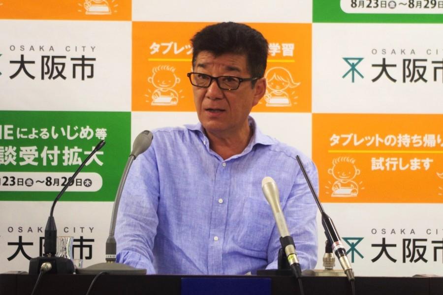 大阪市役所で会見をおこなった松井一郎市長(14日・大阪市内)