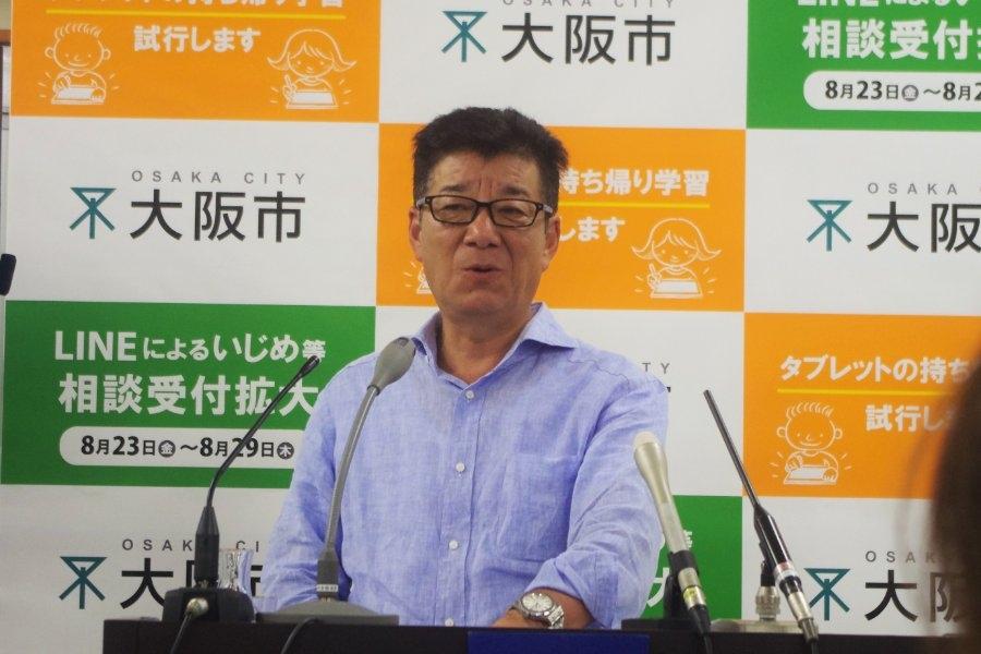 大阪市役所で定例会見をおこなった松井一郎市長(14日・大阪市内)