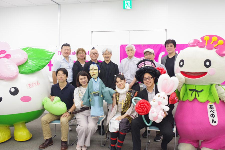 『第2回大阪フリンジフェスティバル』の実行委員や出演団体の代表者ら(8月20日)