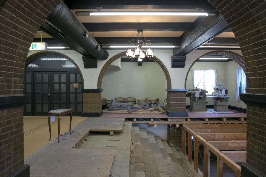 修復工事で床板をはがすと大階段が現れた(提供:六甲山サイレンスリゾート)