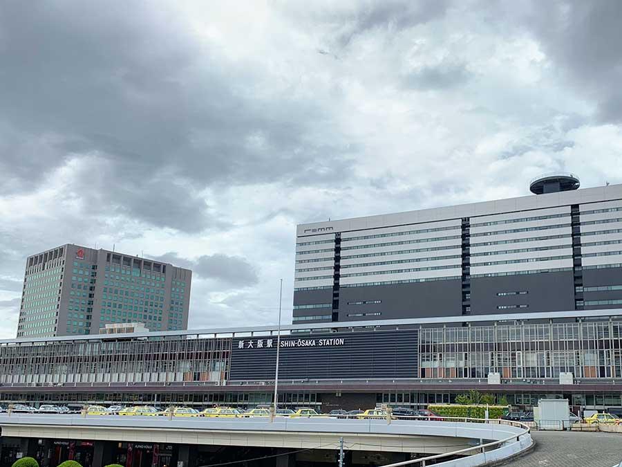 すでに曇り始めている新大阪駅(8月14日・14時時点)