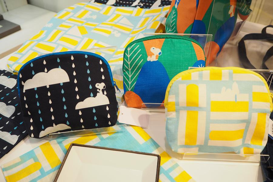 クリエイターコラボ商品の「青衣/あをごろも」は、山々、にわか雨、卵サンドをイメージ(ポーチ各3240円)