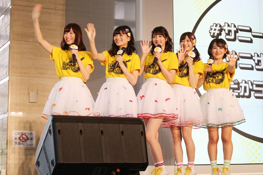 イベントに登場したアイドルグループ「サニーサイドアップ」。左から白石聖、田中珠里、松田るか、松川星、天木じゅん(8月3日・NHK大阪)