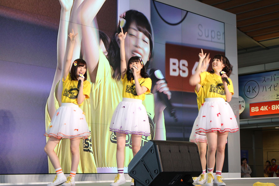 劇中で歌われる『おちゃのこサニサイ』を初披露したアイドルグループ「サニーサイドアップ」。左から白石聖、田中珠里、松田るか、松川星、天木じゅん(8月3日・NHK大阪)