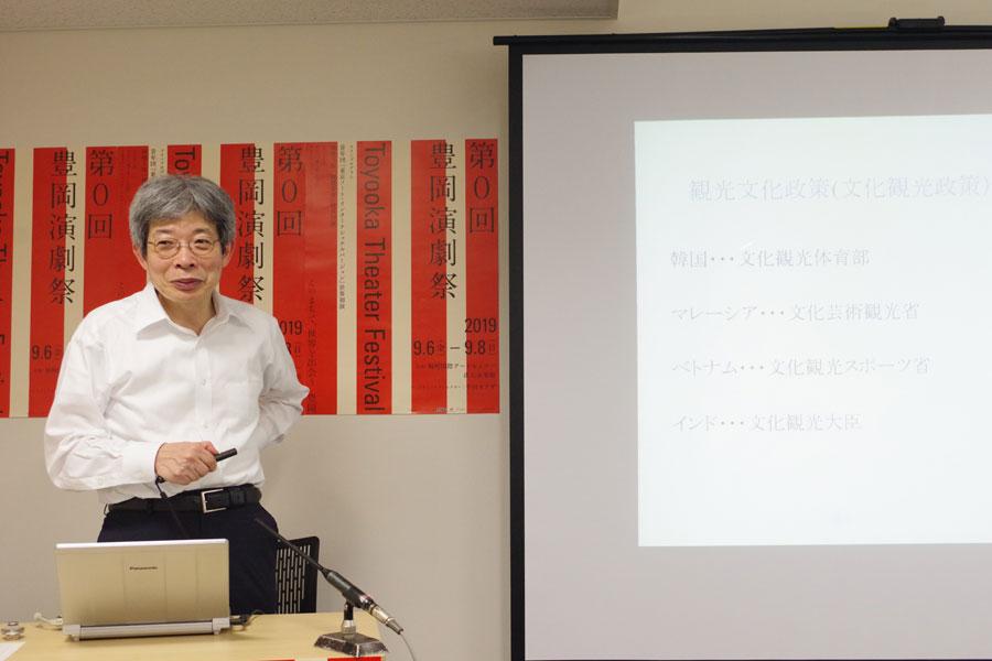 「オープンスペースの図書館や、150人程度入る本格的な劇場も」と学長候補の平田オリザ