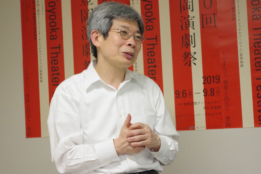 「場所は豊岡駅から600mという非常に良い場所」と専門職大学を説明する学長候補の平田オリザ