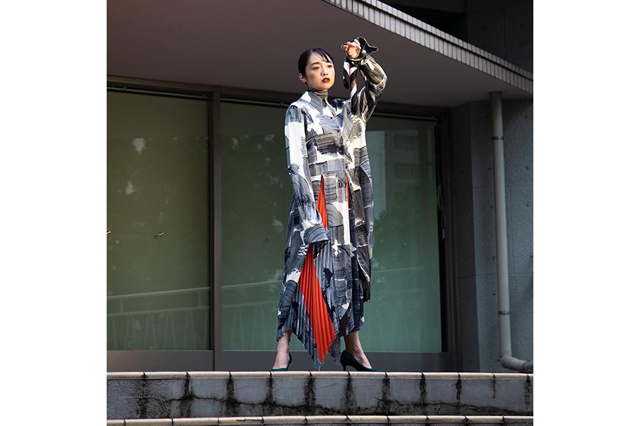 「H&M STUDIO」秋冬コレクションを着こなす安達祐実