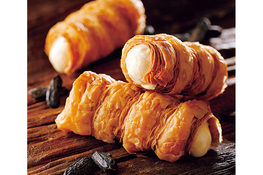パリパリの生地にトンカ豆のクリームが入った「摩訶不思議スイーツパリネル」(361円)