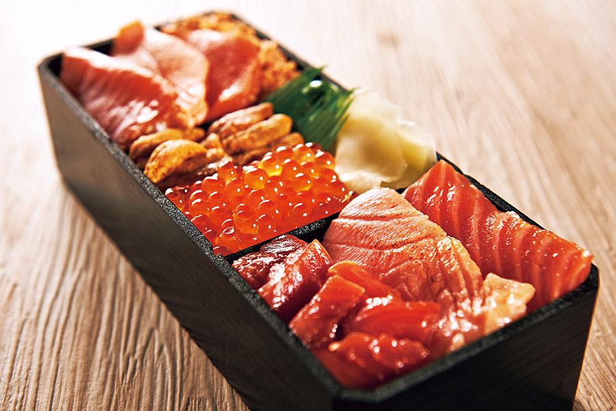 〈鮨処⻯敏〉 鮭・イクラづくし親⼦⾷べ⽐べ弁当