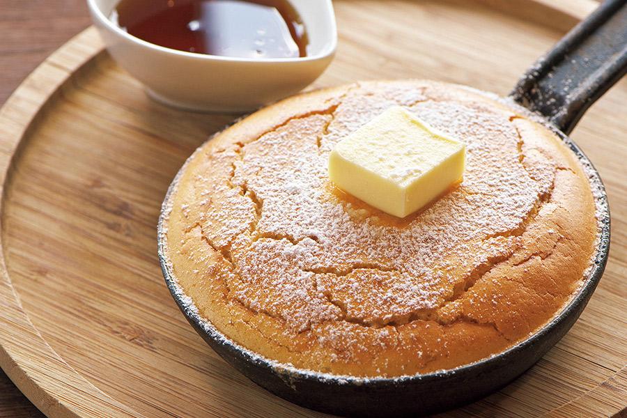 「カフェダイニング サルビア」のスペルト⼩⻨鉄ぱんパンケーキ
