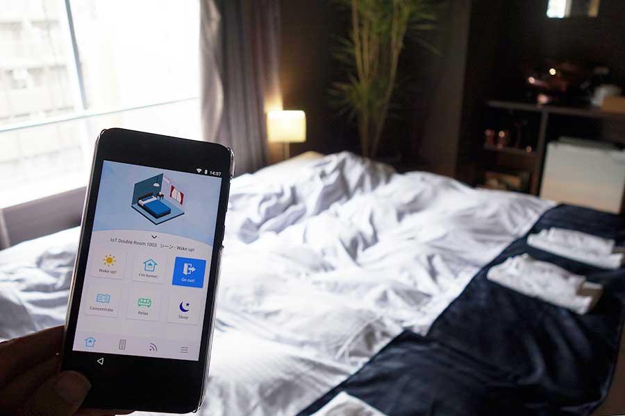 専用のアプリで、部屋の家電などを操作できる。朝や夜、リラックスなど6つのモードもあり
