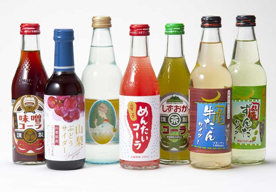 ご当地ドリンクは、静岡茶コーラ(240ml・250円)や牛タンサイダー(340ml・250円)など変わり種も