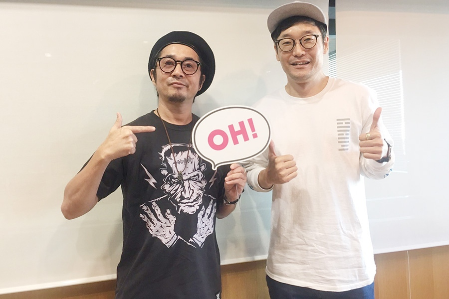 FM OH!『Music Bit』にゲスト出演した怒髪天の増子直純(左)とDJの遠藤淳(18日・大阪市内)