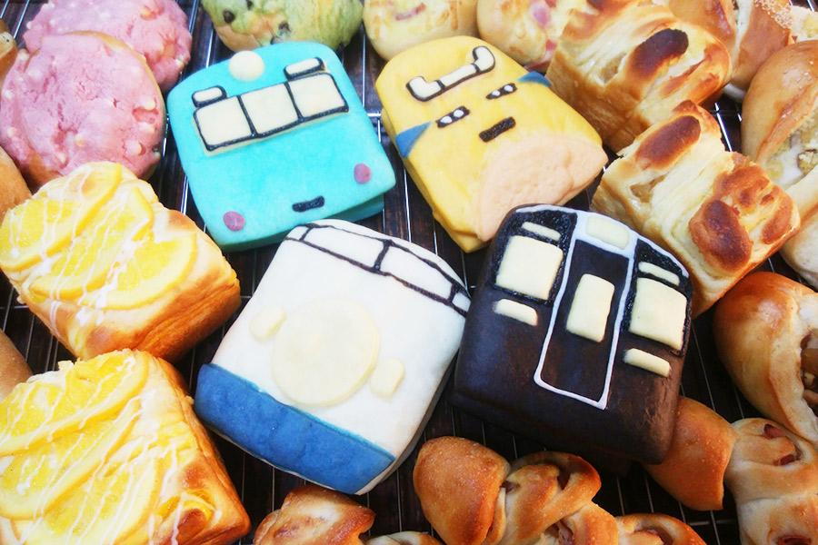 京都・宇治「手作りパンの店ぶんぶん」の電車パン