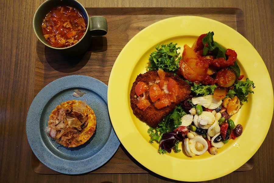ランチは2種のデリとメイン、キッシュかご飯、スープ付きで1000円(税別)
