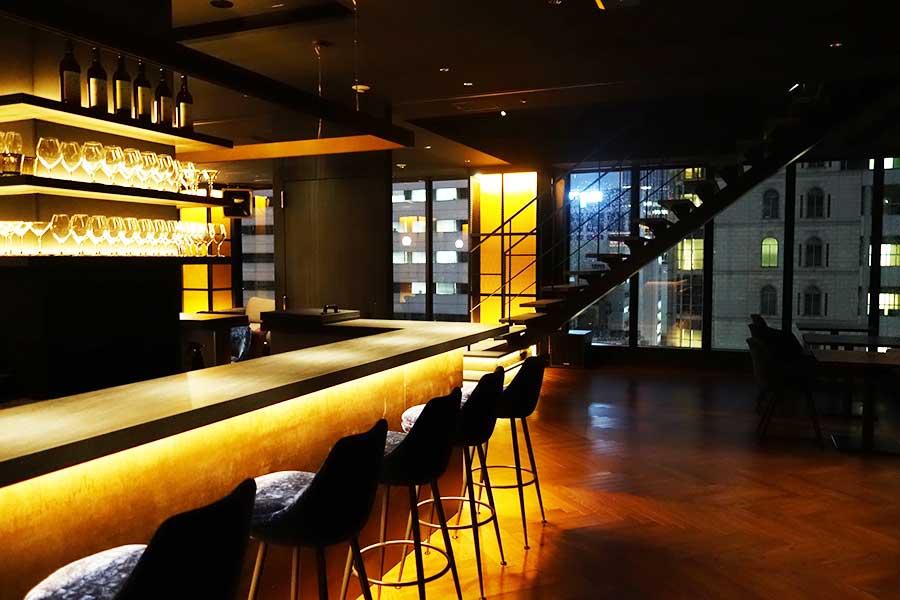 バーでは、大阪にちなんだオリジナルカクテル「秀吉トニック」「海遊感」などが楽しめる