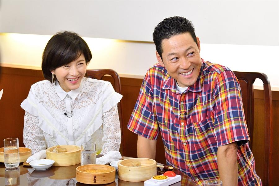 番組初登場となる東野幸治(右)と、水野真紀(写真提供:MBS)