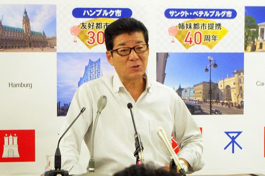 問題化している「餌やり行為」について言及した大阪市・松井一郎市長(11日・大阪市役所)