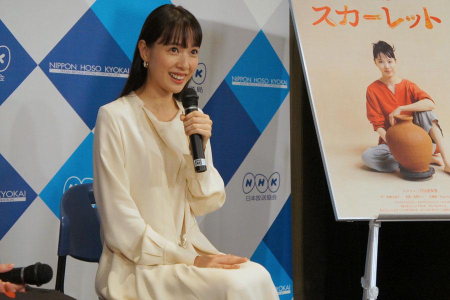 母と一緒に過ごす時間を取れたのが「15年前に東京に出て以来」と話す戸田恵梨香(9月11日・NHK大阪)