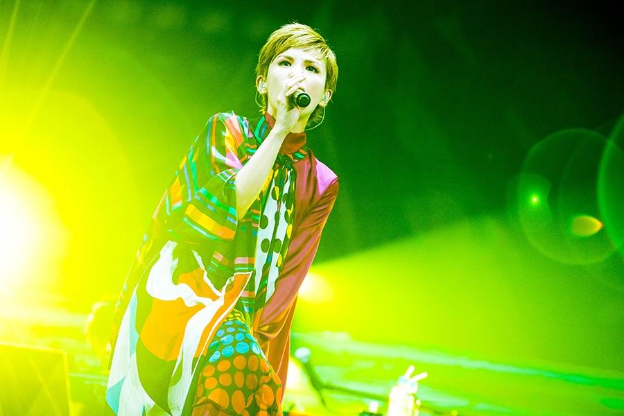 大阪城ホールで熱唱するSuperfly(28日・大阪市内)写真/渡邉一生