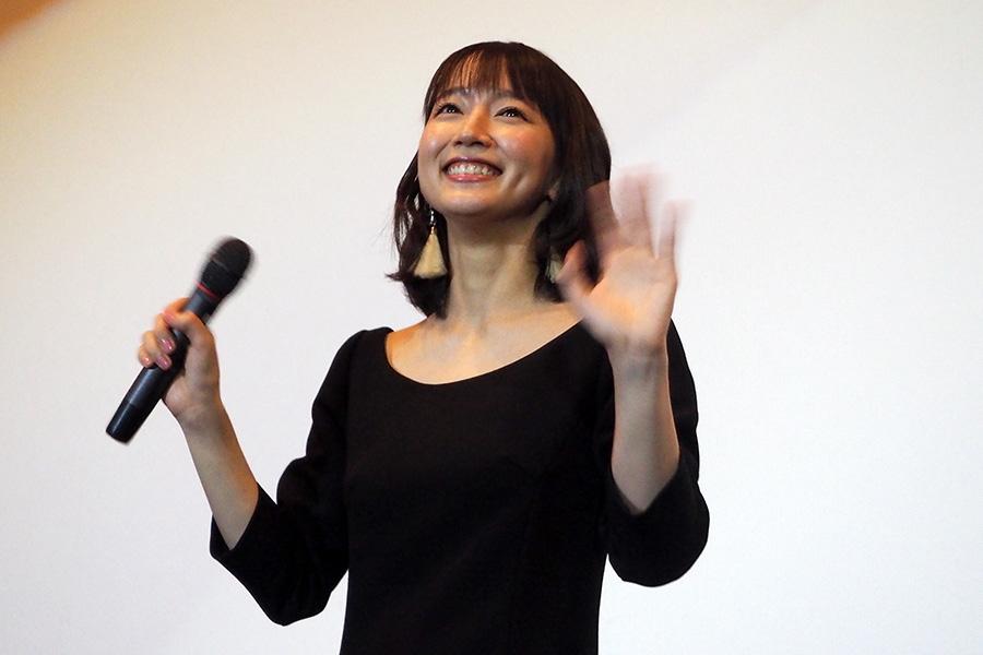 主演映画『見えない目撃者』の舞台挨拶で地元・京都に凱旋した女優・吉岡里帆(21日・京都市内)