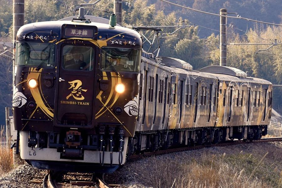 当日は、滋賀・JR草津線を運行する「忍者列車 SHINOBI−TRAIN」が貸切列車に