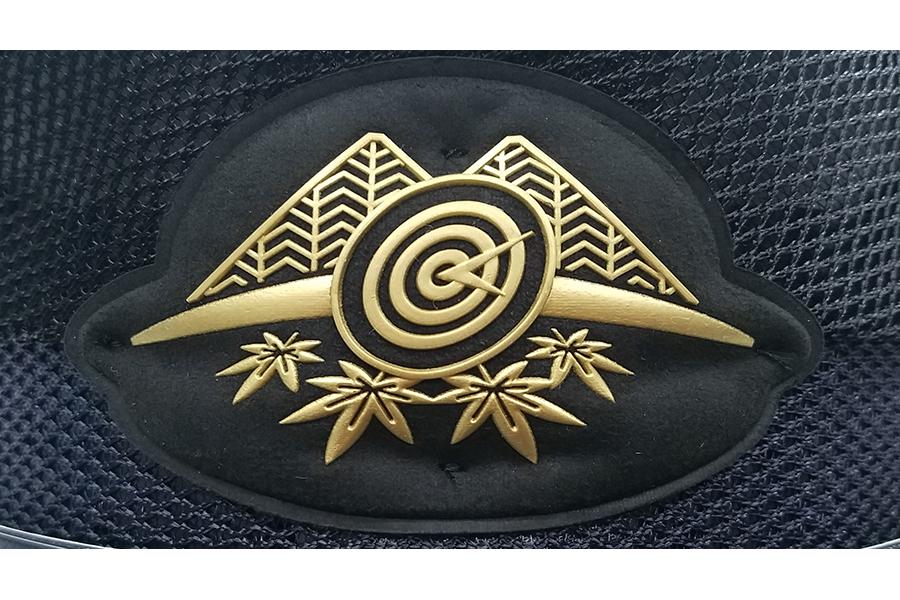 沿線の名物である「鞍馬山」「比叡山」「もみじ」などをあしらった新しい帽章