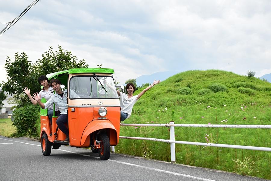 奈良の町を走る、三輪タクシー「トゥクトゥク」