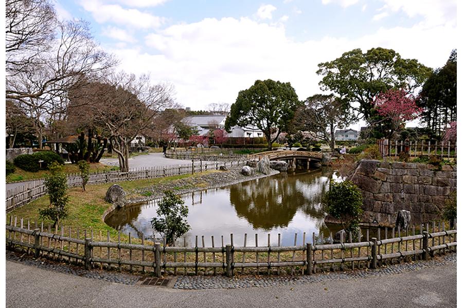 写真の「城跡公園」をはじめ、神社や歴史民俗資料館など、城下町のいたるところがゲームの舞台に