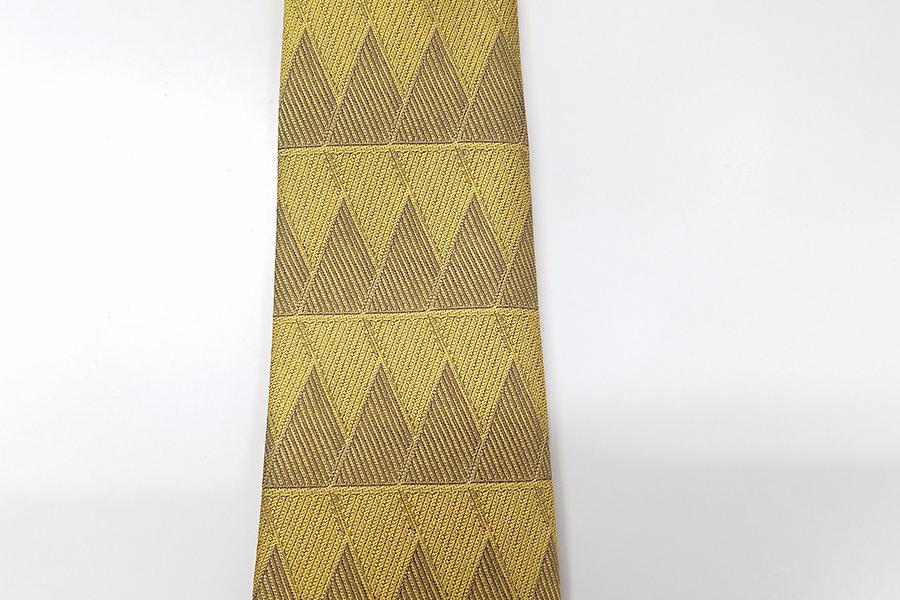 二山をイメージした綾目柄の新ネクタイ