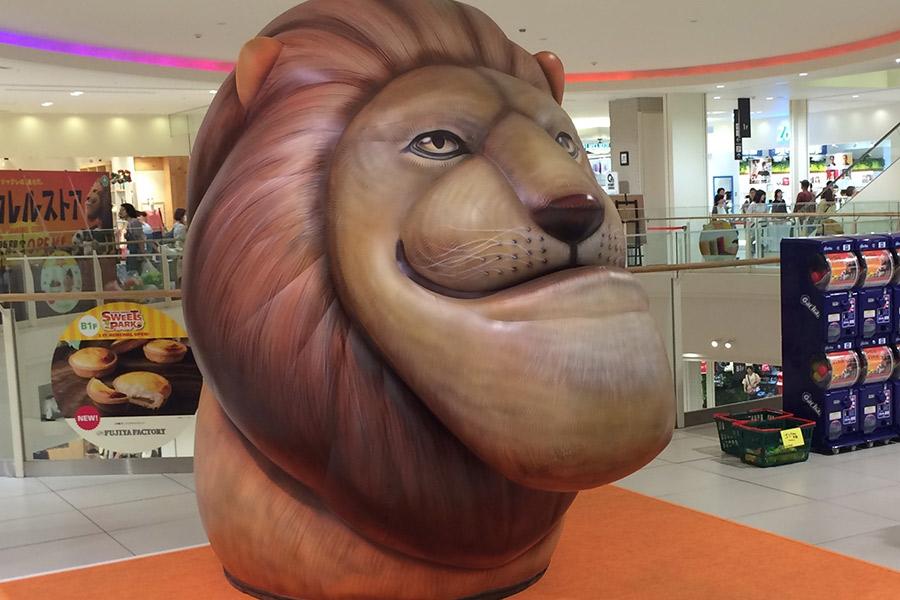 「シャクレル ライオン」の巨大バルーン