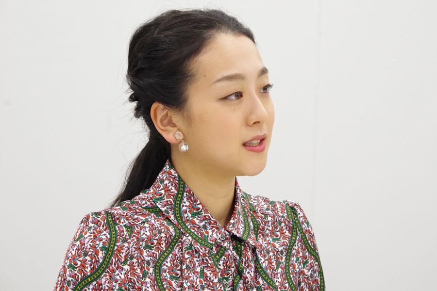「今のフィギュアは女子も男子もすごいレベルの高い時代に入ってきた」と話す浅田真央(10月28日・大阪市内)
