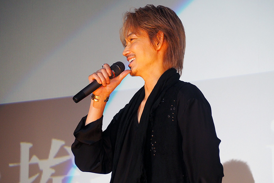 映画『楽園』の舞台挨拶に登壇した俳優・綾野剛(9日・大阪市内)