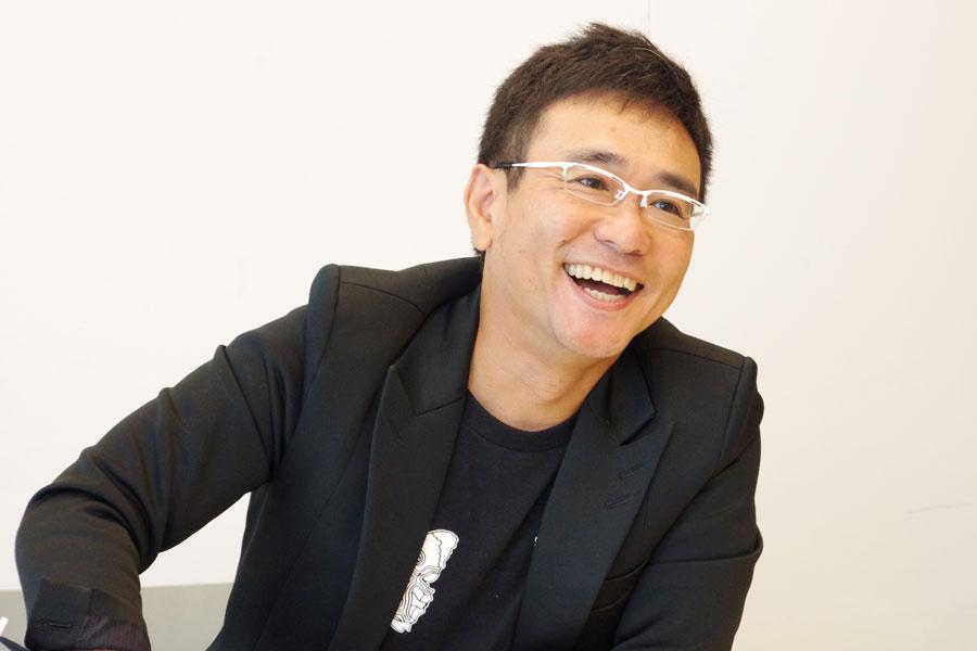 カムカムミニキーナの俳優・八嶋智人。主宰・松村武ともども奈良出身で、関西での公演も恒例だ