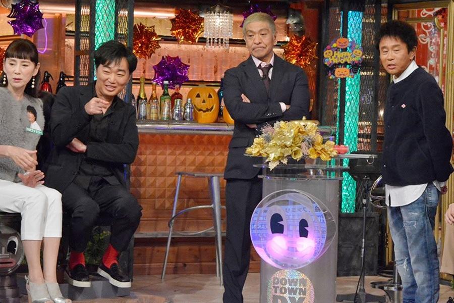 左から、秋野暢子、スピードワゴン・小沢一敬、MCのダウンタウン © ytv