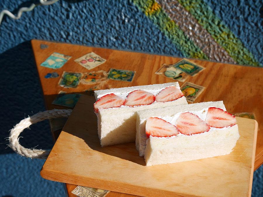 フルーツのおいしさを活かすクリームとパンでサンド