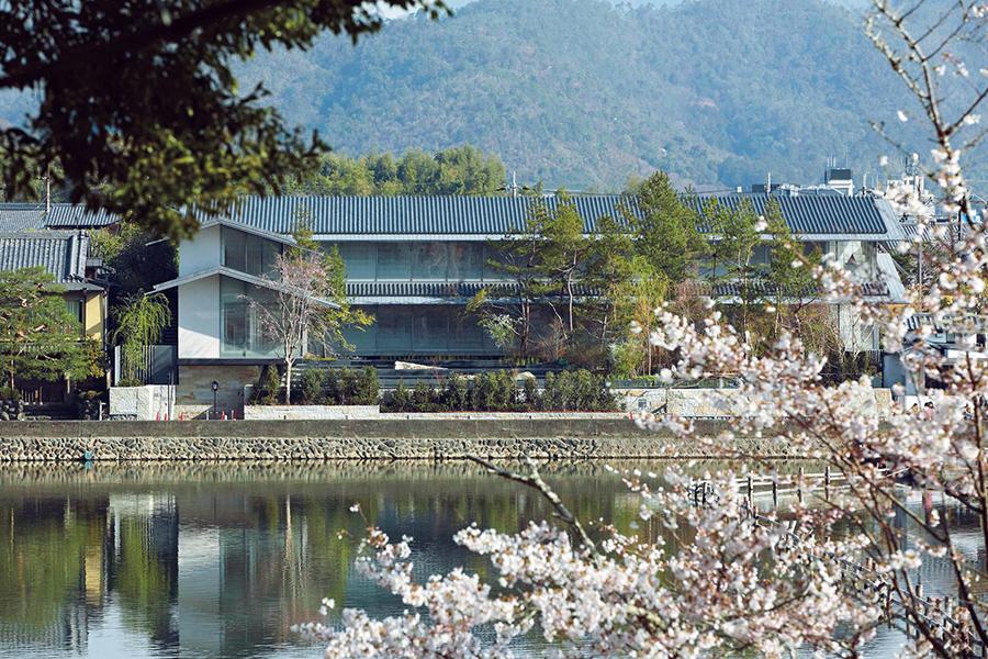 春は桜、秋は紅葉と季節ごとの美しい景色が楽しめる
