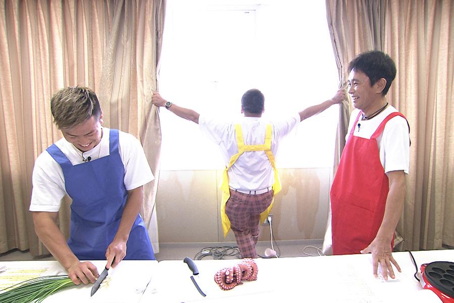 「たこ焼きを作りたい!」という那須川のリクエストに、スタッフは助っ人を用意するが…(写真提供:MBS)