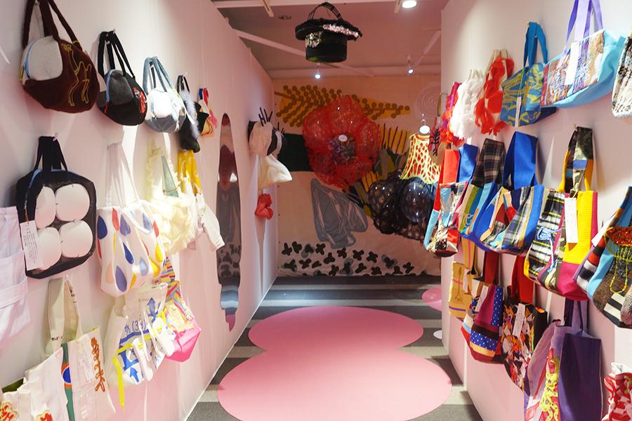 過去の衣裳から作られた、個性あふれるバッグは2万円台で購入可