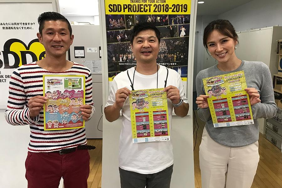 FM OH!『赤maru』にゲストで登場した月亭方正(中央)、左は水曜DJの笑い飯・哲夫、右はメインDJの赤松悠実(16日・大阪市内)
